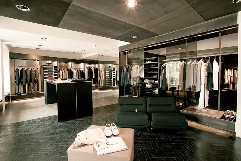 De ce ne cumparam hainele de la magazinele online?