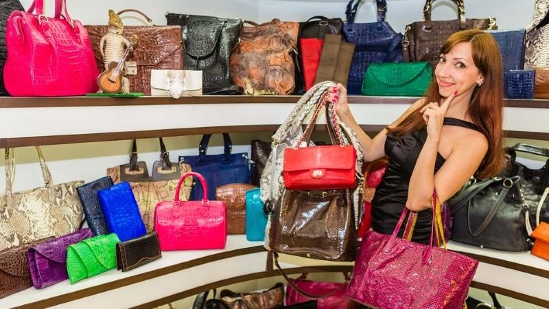 Cum sa alegi o geanta dama din piele naturala potrivita?