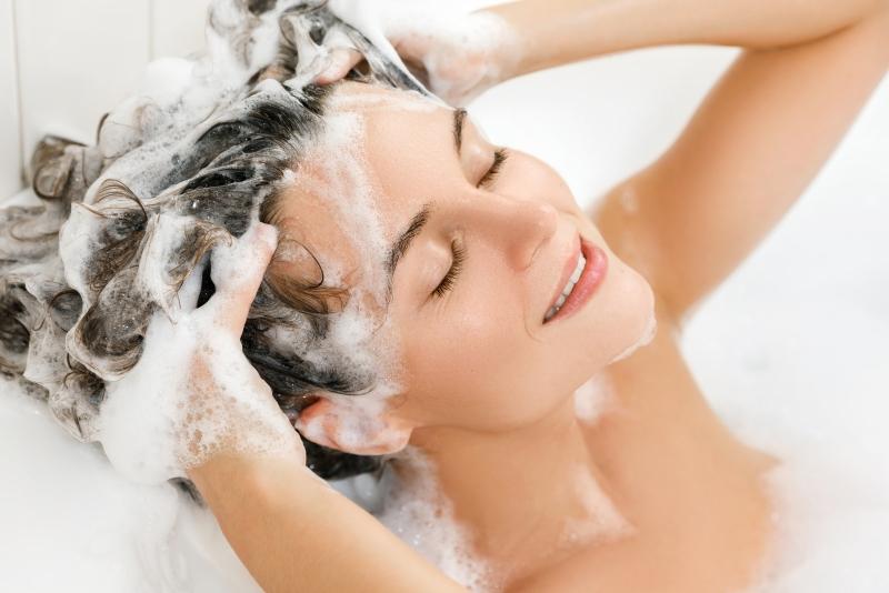 Cat de des este recomandat sa te speli pe par?
